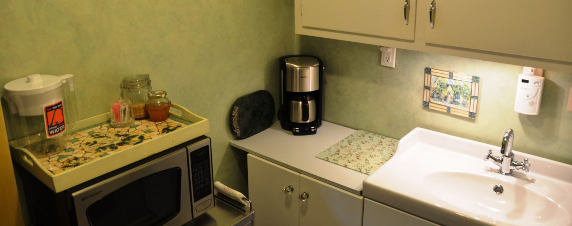 Rose Court Cottage Kitchenette