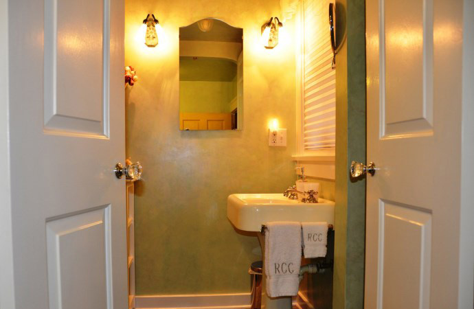 Rose Court Cottage Bathroom